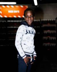 lichtgrijze sweater jongens kinderkleding